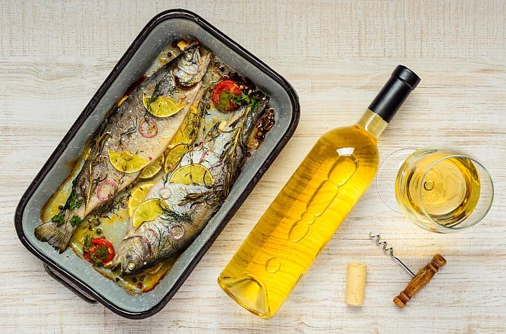 Pečená ryba a bílé víno