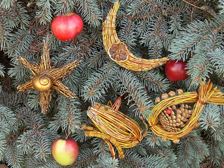 Vánoční ozdoby z proutí