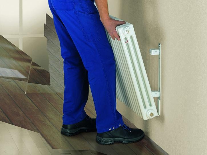 Použitím rychloupínací upevňovací sady EasyFix je montáž radiátorů Zehnder Charleston snadná a rychlá. Instalatér ušetří až třetinu času na montáž. Přehrajte si video: https://www.youtube.com/watch?v=kciSUK4-FzI