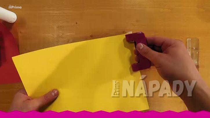 Konfetovač z papírové ruličky: vysekejte barevná kolečka