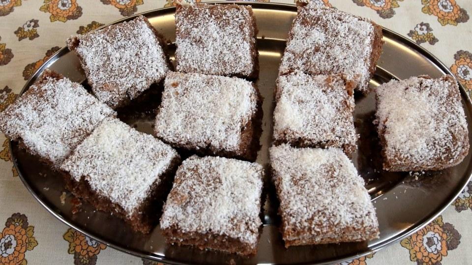 Hrnkový recept: perník se strouhanými jablky a kokosem