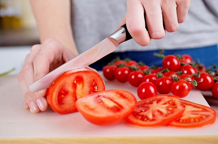 Nůž na rajčata s pilkovitým ostřím