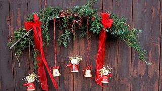 Závěs s andělíčky a zvonečky: Hravá vánoční dekorace za pár minut
