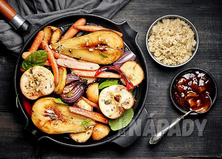 Pečené ovoce a zelenina s cibulovým čatní