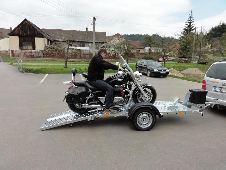 Snadno naložit, bezpečně přepravit - nový přepravník motocyklu