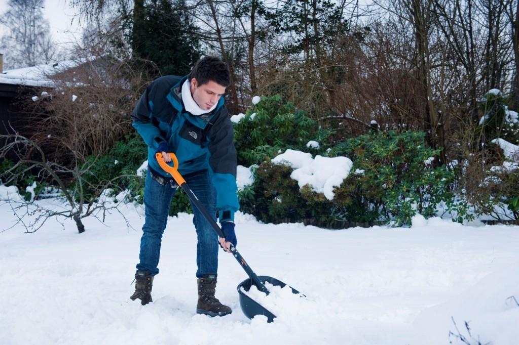 Zapadli jste sněhem? Nářadí Fiskars sníh hravě vyřeší!