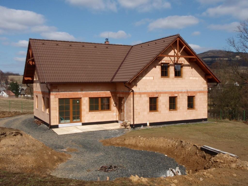 Víte, který stavební materiál vám ušetří peníze?
