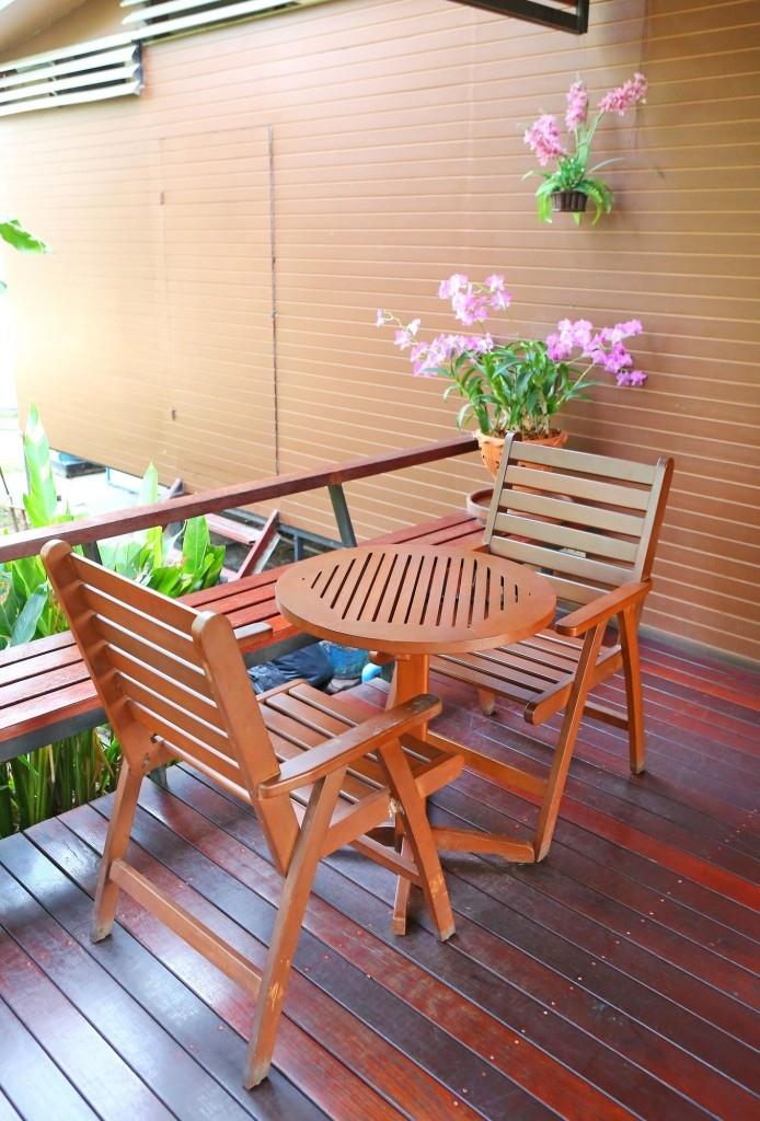 Dřevěné židle na balkoně vydrží díky impregnaci