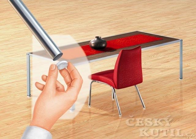Kdo židli má, ten bydlí… a škrábe si podlahu! Podložky pod nábytek to vyřeší!