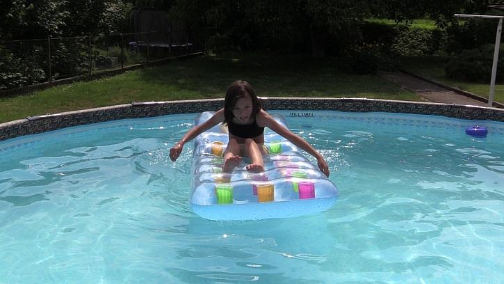 Postavte si rámový bazén Swing ... a koupete se ještě týž den