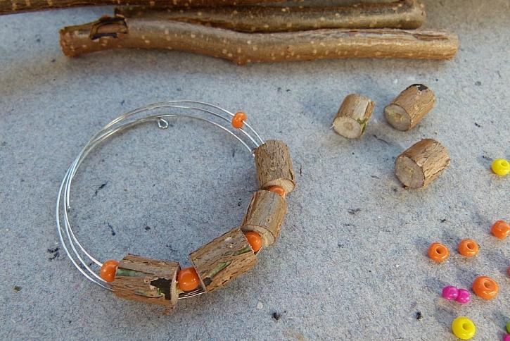 Náramek s korálky z proutků aneb vyrobte si materiál sami 8