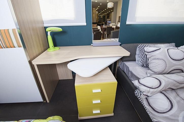 Stoly se dají rozšířit výsuvnými deskami, nabídnou tak více prostoru pro práci
