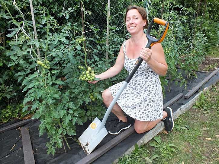 Ať jste silák nebo zapálená zahradnice, příprava záhonů s takovým rýčem vás bude bavit