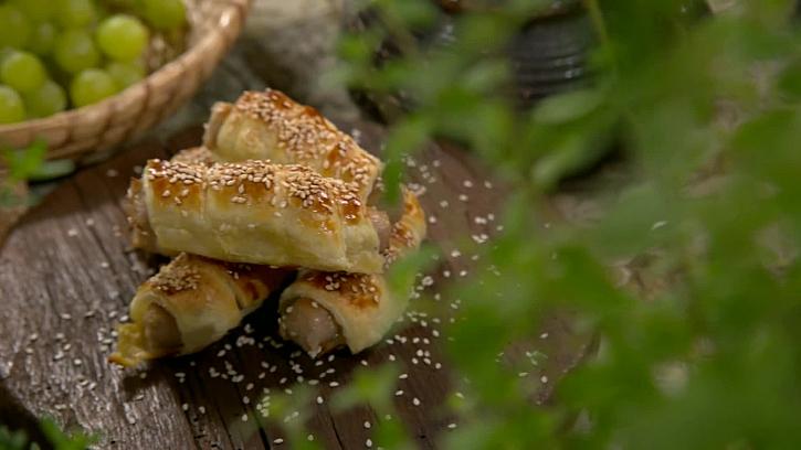 Připravte si domácí slané kremrole s vinnou klobásou (Zdroj: Skvělý recept na nevinné kremrole)