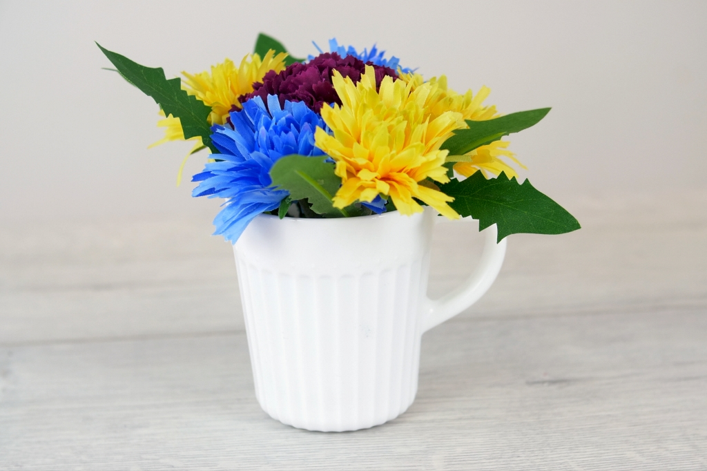 Květinový hrneček aneb Jak sdětmi vytvořit parádní dekoraci na stůl
