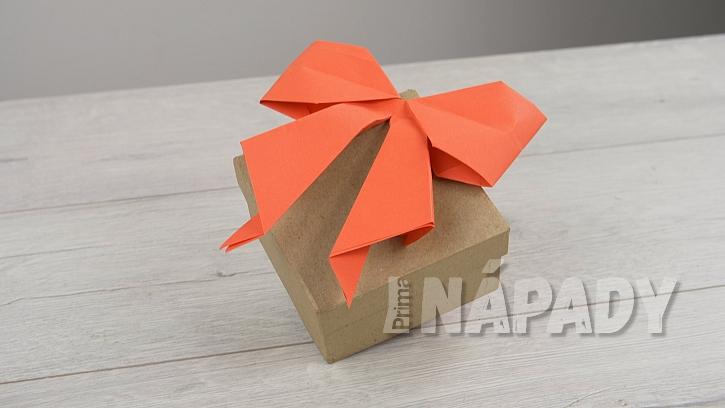 Papírová valentýnská mašle