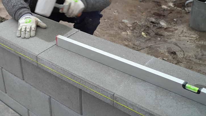 Fachmani_26_REPO_výstavba plotu