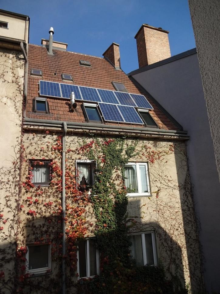 Pohled na dům z jižní strany a umístění fotovoltaického systému