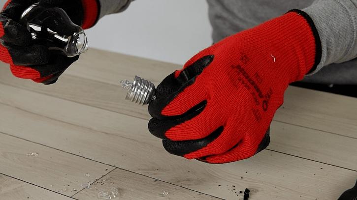 Jak udělat z žárovky vázičku: demontáž žárovky