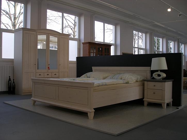 Výrobce nábytku JITONA posiluje síť vlastních prodejen
