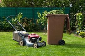Jak bychom měli o trávník pečovat na podzim?