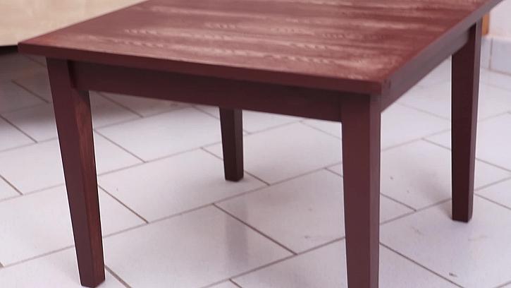 Zrenovovaný starý stolek