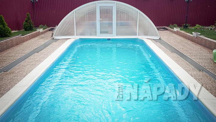 Posuvné zastřešení pro bazén (Zdroj: Depostiphotos.com)