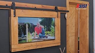 Stylový držák na televizi báječně podtrhuje vesnický styl domova