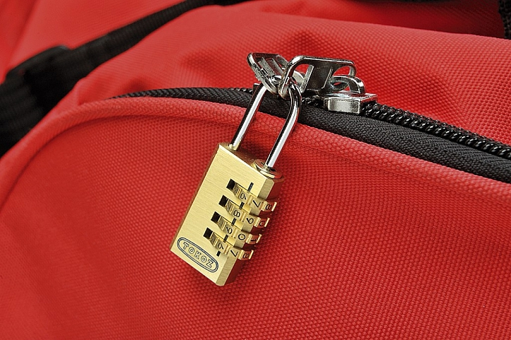 Bezpečně uzamčené zavazadlo na cestách