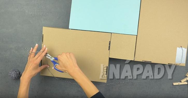 Závěsná papírová polička: Připevněte provázek