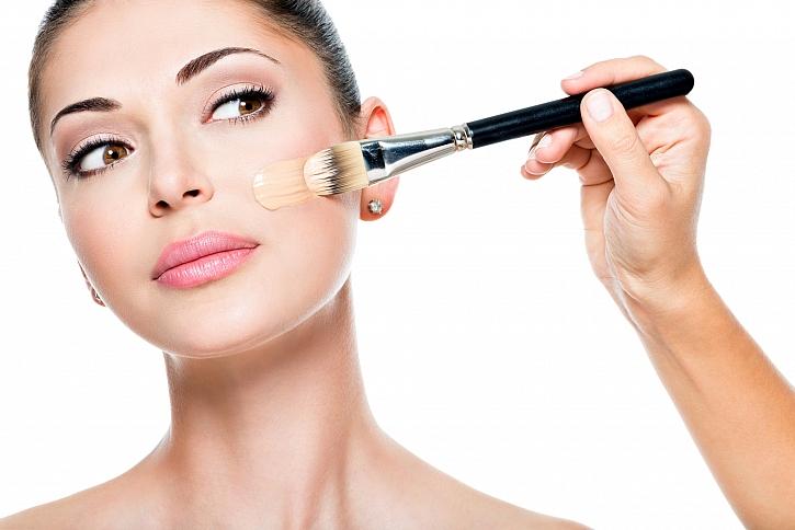 Nanášení make-upu