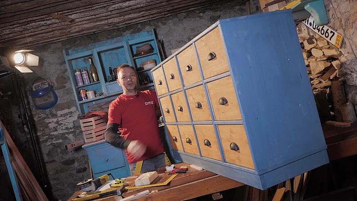 Pepa Libický vyrábí stylový botník jako na bowlingu