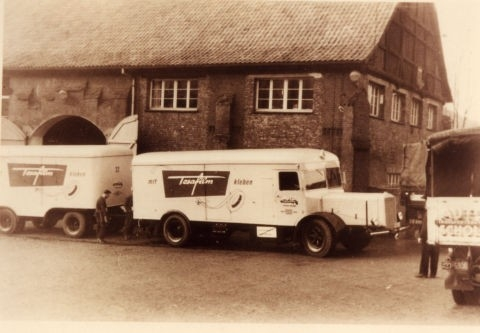 Firma tesatape slaví 75 let vzniku!