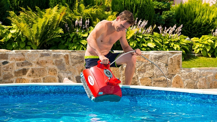 Automatický bazénový vysavač je ideálním pomocníkem na čistění dna i stěn bazénů bez ohledu na jejich typ a velikost