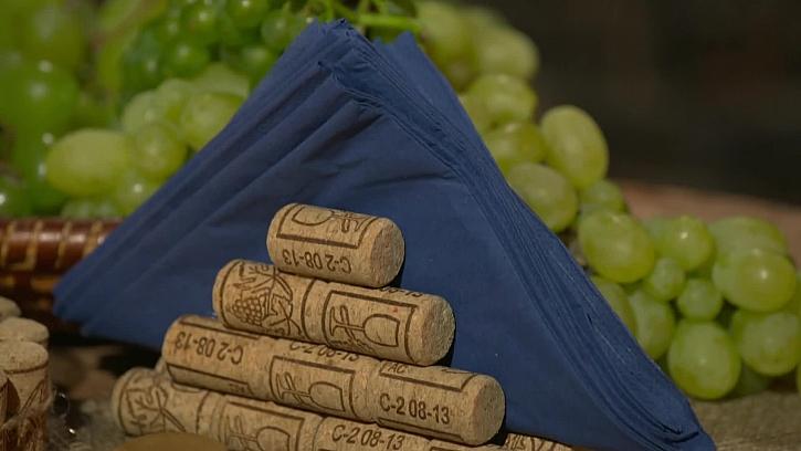 Stojánek na ubrousky z korků od vína