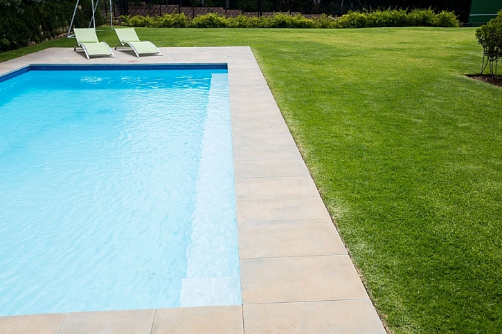 Výkop a podklad bazénu