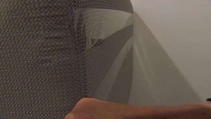 Ochrana sedačky lepící páskou