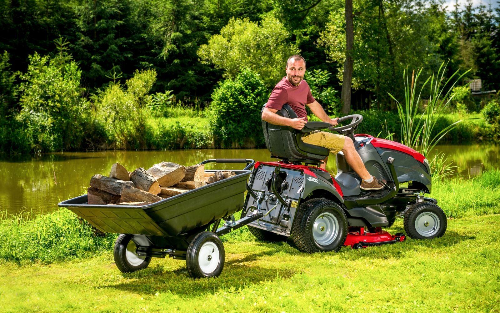 Zahradní traktor – jak nám může sloužit během celého roku