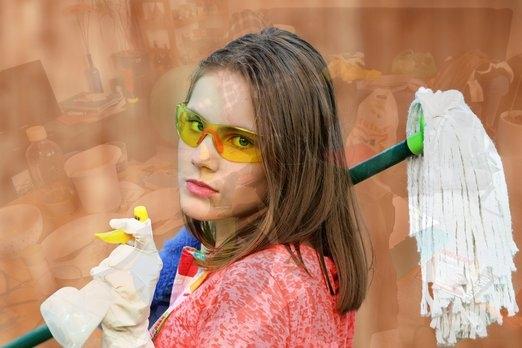 Úklid mopem na pracovištích není úklid, pouze rozetře špínu. Eliminaci bakterií a virů nezajistí už vůbec
