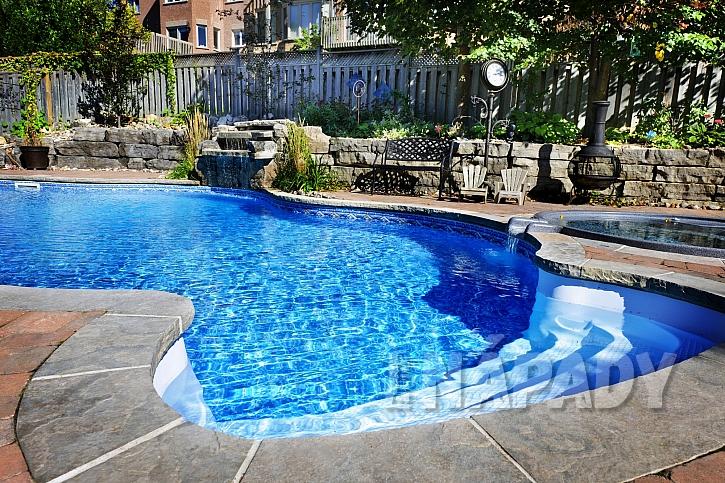 Zahradní zapuštěný bazén s umělým vodopádem