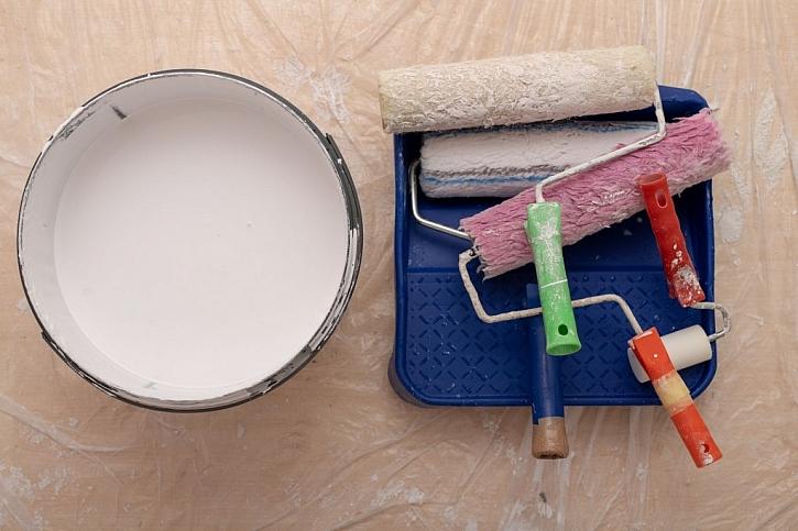 Jako laici použijeme na malování raději váleček než štětku