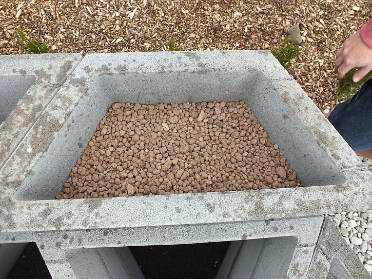 betonové tvárnice záhon