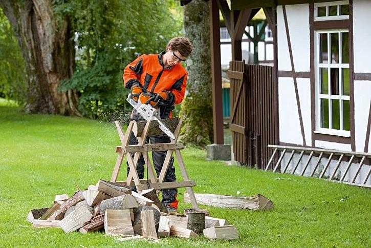 Akumulátorová pila poslouží nejen na řezání dřeva, ale i pro řezbářské práce (Zdroj: Stihl)