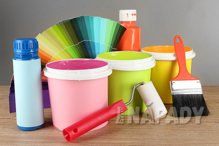 Moderní barvy v obývacím pokoji nesmí chybět (Zdroj: Depositphotos.com)