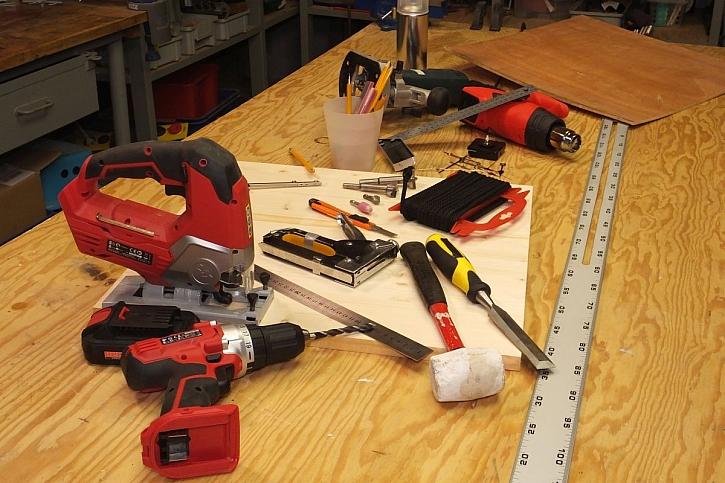 materiál na výrobu dřevěných hodin