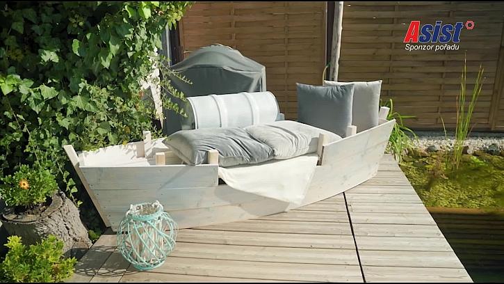 Originální posezení k vodě ve tvaru loďky vyrobí Pepa Libický