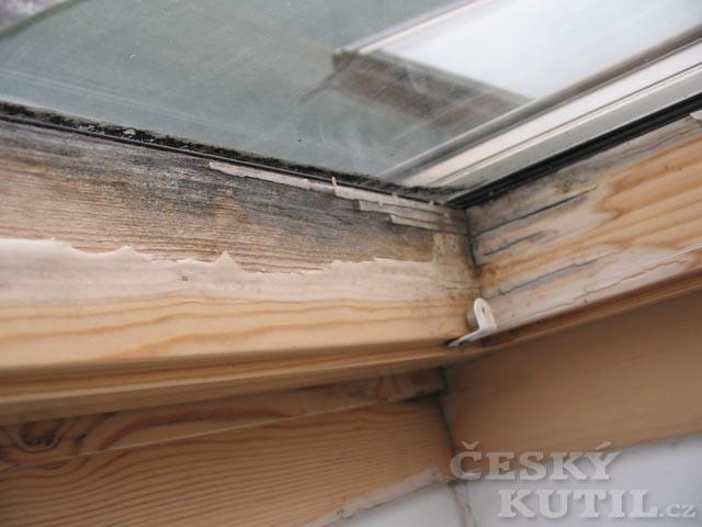 Uhnívající střešní okna