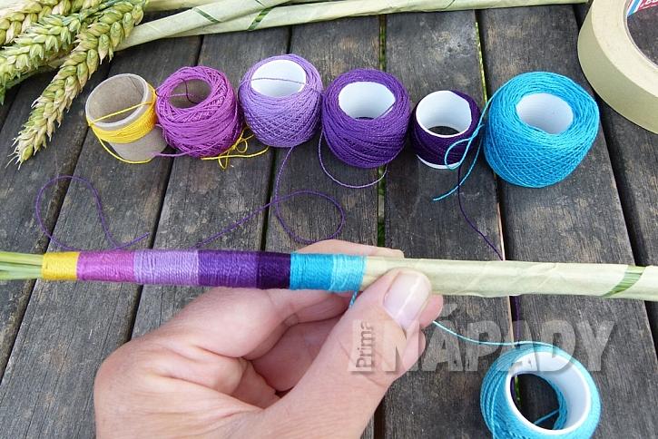 Jak vytvořit jednoduchou dekoraci z klásků: Dodejte barvy obilí! 12