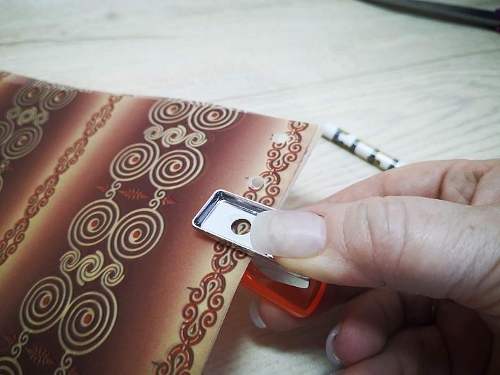 Děrování děrovačkou