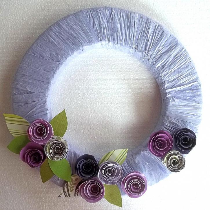 Vzpomínka na Provence – návod na věnec s papírovými květy
